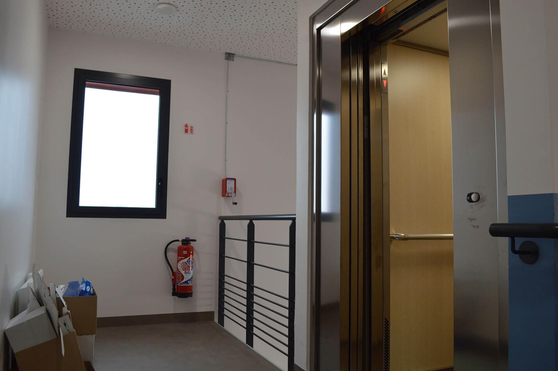 Installation ascenseur - ascensoriste industrie